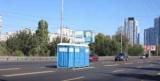 Марафон у Києві: Комунальники забули біотуалети прямо посеред шосе