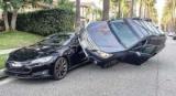Акробат на Subaru Outback видовищно припаркувався на Tesla Model S