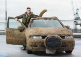 Британець перетворив машину в собаку, щоб не возити дівчину на роботу