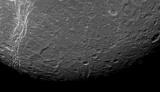 На супутнику Сатурна виявили дивні смуги