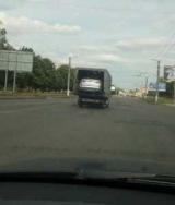Дивне фото: В Україні зняли Ford Mondeo всередині Mercedes Sprinter